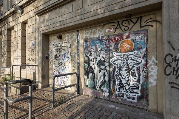 Der Kultclub Berghain in Berlin. Leicht rein kommt man hier nie – momentan wegen dem Lockdown aber gar nicht. Quelle: Michael Mayer / Flickr