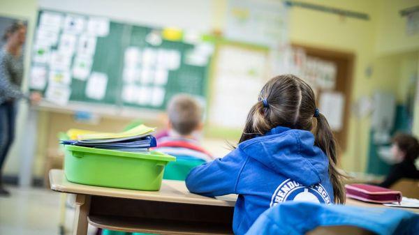 """Bildungsforscher fordert: Das Corona-Schuljahr aufholen – """"bei kleinen Kindern wiegt das schwer"""""""