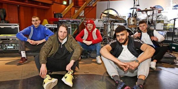 Livemusik vom Traditionsschiff: So lief das erste Rostocker Songfestival
