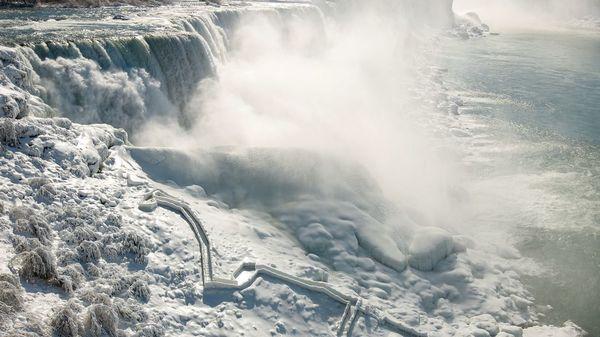 Eislandschaft an Niagarafällen: Bilder zeigen spektakuläres Naturschauspiel
