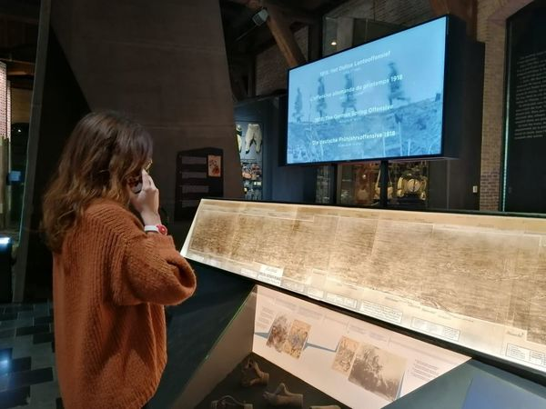 Un audioguide au musée In Flanders Fields - Nu ook audiogids in In Flanders Fields