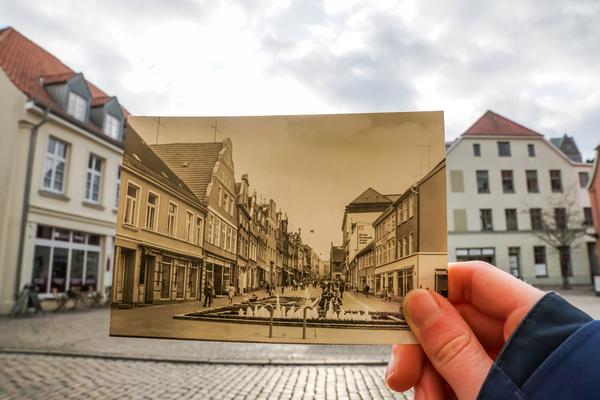 Wismars Krämerstraße alt und neu (Foto: Nicole Hollatz)