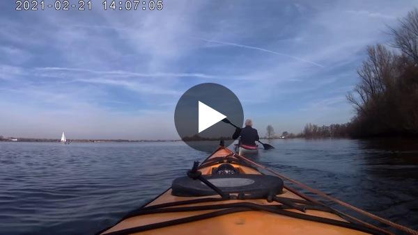 KAAG - In het eerste lenteweekend van 2021 ging Sonja met de kajak op pad. (video)