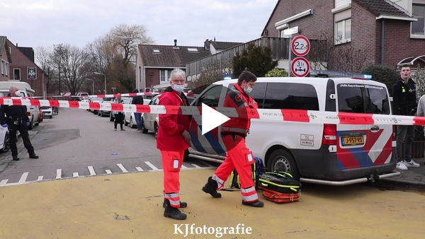 OUDE WETERING - Woning in brand na steekincident (video)