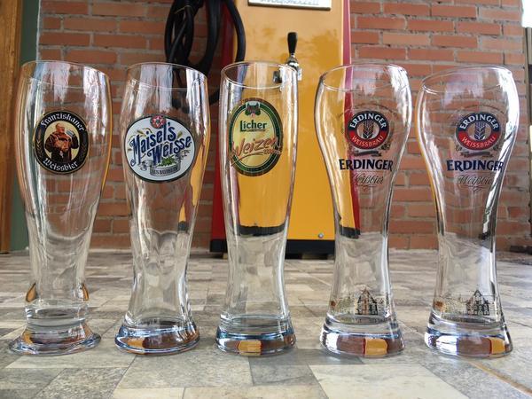 Troco um copo por uma cerveja! Tem que ser no bar.