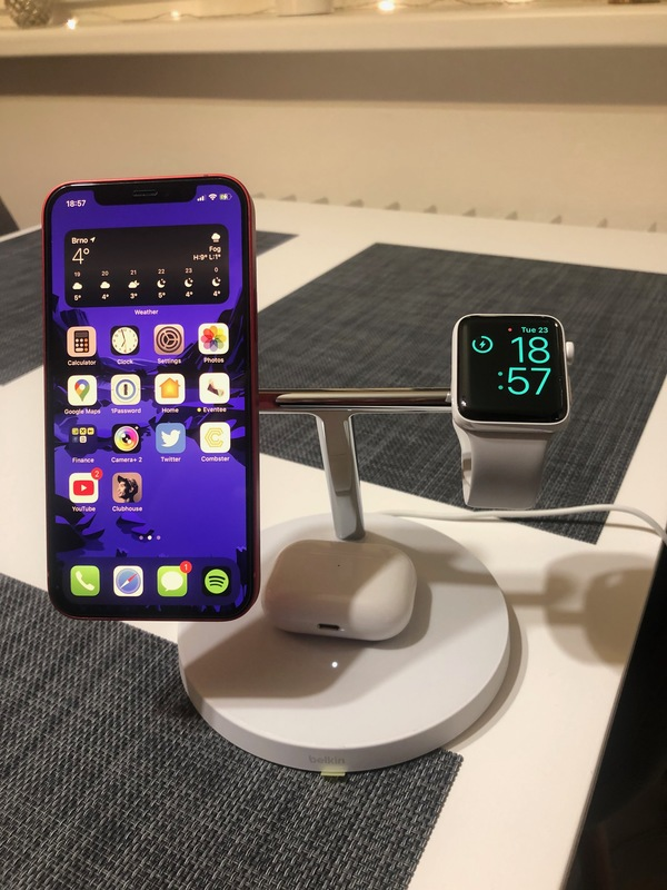 BOOST↑CHARGE PRO 3-in-1 pro iPhone 12 od Belkin