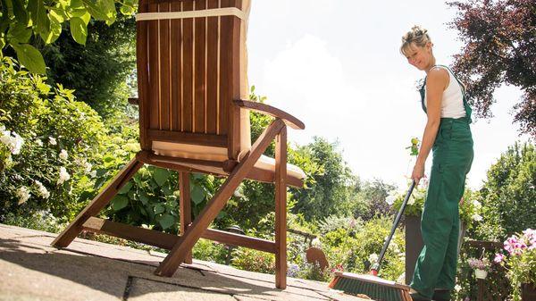 Aufgewacht: Mit diesen Tipps werden Balkon und Terrasse fit für den Frühling