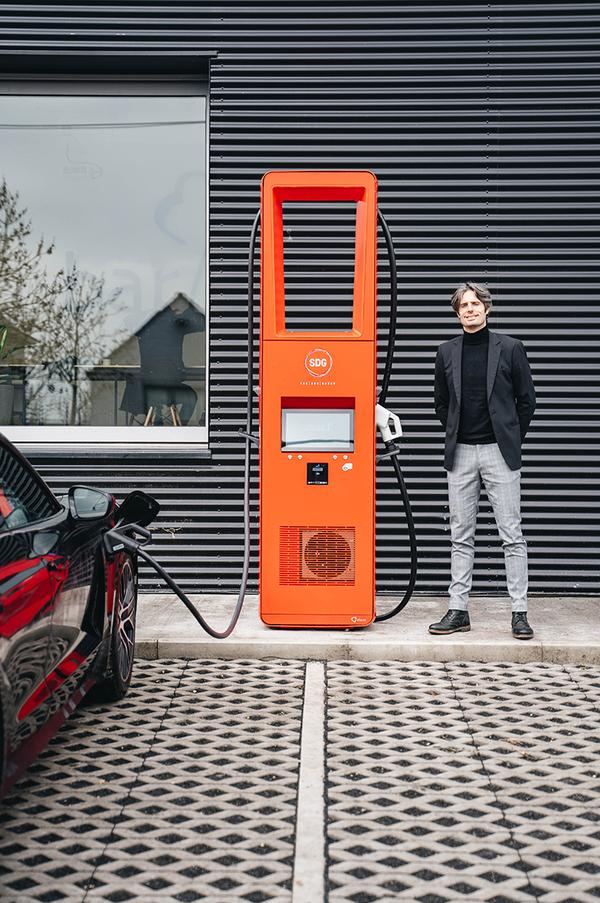Vandotec de Poperinge crée une première mondiale avec des stations de recharge ultra-rapides. - Poperingse Vandotec zorgt voor wereldprimeur met ultrasnelle laadpalen