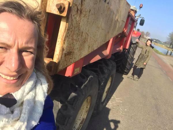CDA Kamerlid Wytske Postma kijkt naar verkeersveiligheid combinatie fiets- en landbouwverkeer