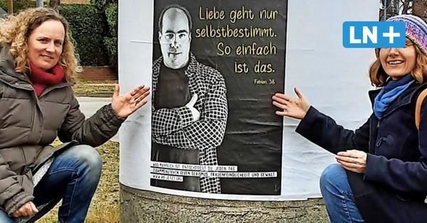 Aktion zum Weltfrauentag in Ostholstein: Fotos mit Männer-Plakaten gefragt