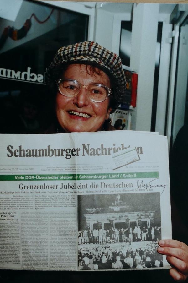 Anlässlich des 90. Geburtstages von Michael Gorbatschow haben wir uns an seinen Besuch vor 23 Jahren in Stadthagen erinnert. Damals hat sich eine SN-Leserin die Ausgabe vom 11./12. November 1989 von ihm signieren lassen.