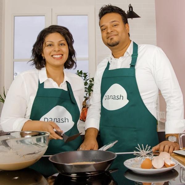 Reena & Ashwien staan in de keuken van Panash