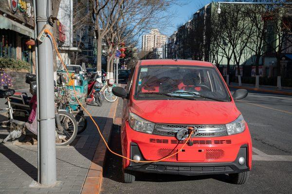 The future of electric cars isn't Tesla. It's golf carts.