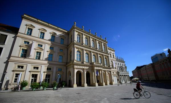 Das Museum Barberini am Alten Markt - hier beginnt unser Stadtrundgang. Foto: Soeren Stache/dpa