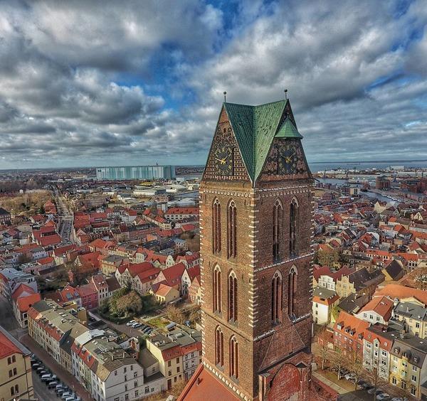Über den Dächern der Wismarer Altstadt (Foto: Danny Winkler)