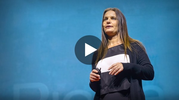 ¿Debemos simplificar la ortografía? por Karina Galperin. Uno de mis vídeos favoritos y que más conflicto me causa porque termino estando de acuerdo con ella.