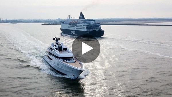KAAG - Feadship Vanish voor het eerst op open zee, na vertrek van de Kaag in december vorig jaar (video)