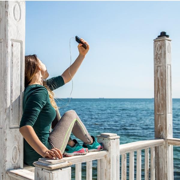 Si elle tombe au moment de prendre ce selfie, elle fera encore plus de Likes.