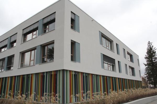 Der Erweiterungsbau der Dallgower Grundschule. Foto: Marlies Schnaibel