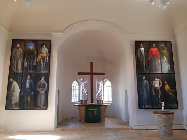 Kunst in der Kirche Zeestow. (Foto: Marlies Schnaibel)