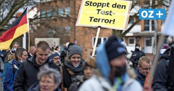 Mehr als 800 Teilnehmer bei Corona-Demo in Rostock – viele ohne Maske