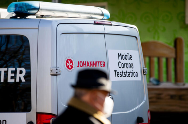 Mobile Teststation in der Waldstadt. Foto: Julius Frick