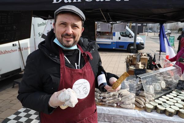 Ein Bretone auf dem Rathenower Wochenmarkt. Foto: Markus Kniebeler