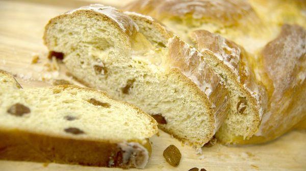 Fluffig wie vom Bäcker: Bei einem Hefezopf ist Geduld gefragt