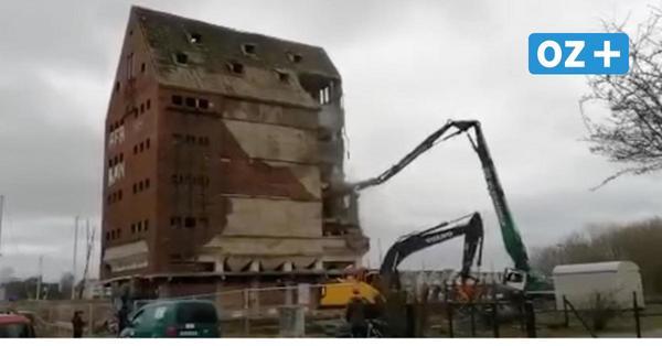 Video zeigt, wie Alter Speicher in Greifswald abgerissen wird