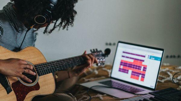 In Corona-Pandemie Instrument oder Sprache lernen: Online-Kurse boomen