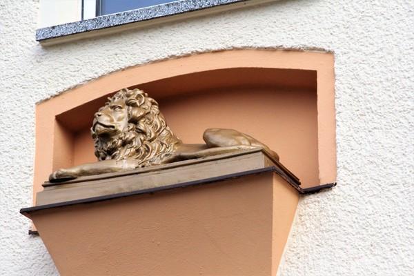 Wo wacht dieser Löwe? (Foto: Marlies Schnaibel)