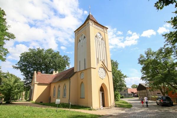 Vor gut 200 Jahren hübsch umgebaut: die Kirche von Paretz. (Foto: Tanja M. Marotzke)