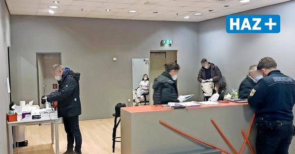 Betrugsverdacht: Ermittler durchsuchen Corona-Testzentrum in Lübeck