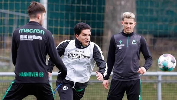 """""""Sollten dankbar sein"""": 96-Coach Kocak ärgert sich nicht über (verlorene) Zeit in Quarantäne"""