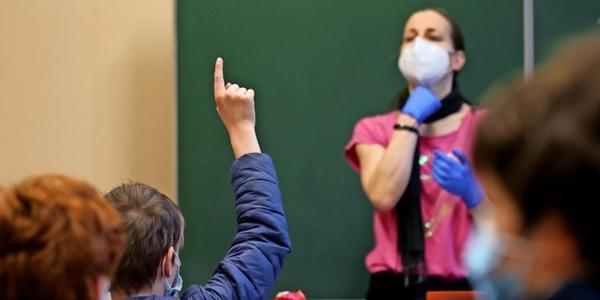 Impfungen, Schnelltests, Technik: Sachsens Lehrerverband übt scharfe Kritik an Landespolitik