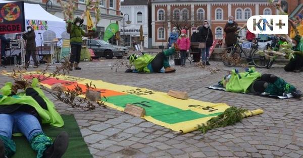 """Kreatives """"Klima Camp"""" von Extinction Rebellion in Bad Segeberg"""