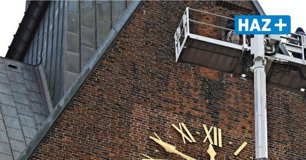 Einsatz über der Altstadt: Ist der Turm der Marktkirche marode?