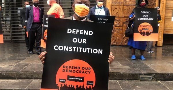 Campaign forms human chain in defence of democracy   eNCA