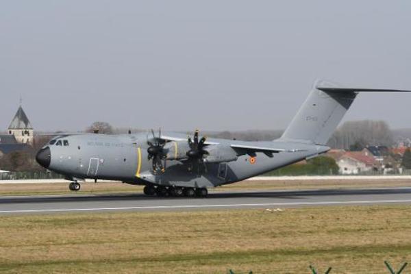 La base de Coxyde servira pendant une semaine pour tester le déploiment d'un avion A400M - Luchtmachtbasis Koksijde mag nieuw vrachtvliegtuig uittesten