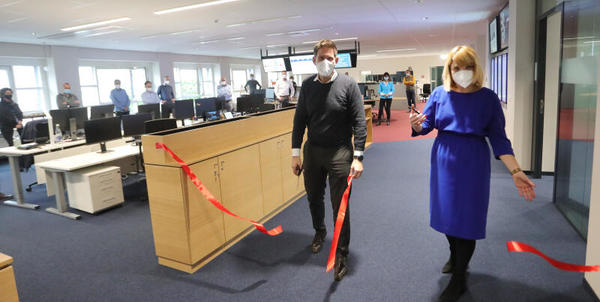 Chefredakteurin Hannah Suppa und Verlagsgeschäftsführer Björn Steigert eröffneten am Dienstag das neue LVZ-Newsdesk.
