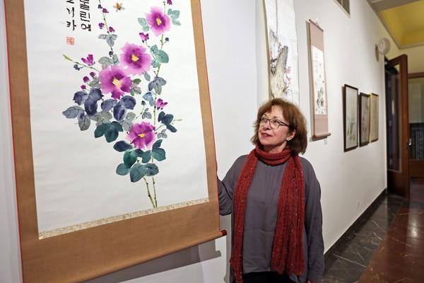 Monika Taterra zeigt ihre Bilder in Rathenow. (Foto: Bernd Geske)
