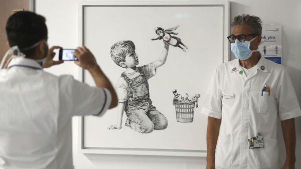 Banksy-Werk für fast 20 Millionen Euro versteigert: Erlös an Gesundheitsdienste