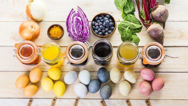 Ostereier natürlich färben: Bunte Eier mit Kurkuma, Kaffee oder Rote Beete