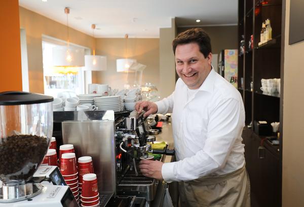 Tobias Volland: Traut sich, ein Café zu eröffnen. (Foto: Ilona Hottmann)