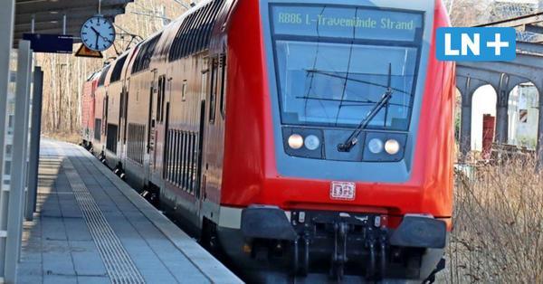 Lübeck: Bahn fährt mit Doppelstockwagen nach Travemünde