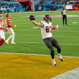 The Pay TV Model Is Declining. The N.F.L. Is Still Banking on It. - The New York Times