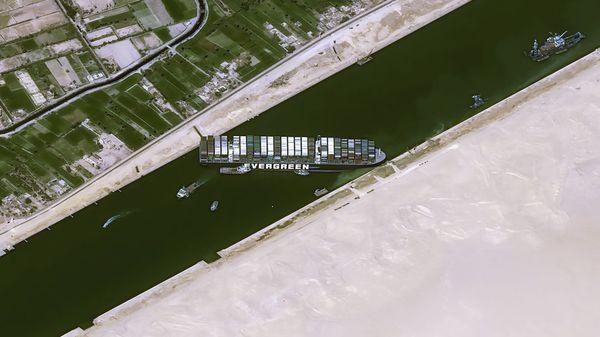 Allianz: Stau auf dem Suezkanal kostet bis zu 10 Milliarden Dollar pro Woche