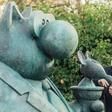 Philippe Geluck inaugure des statues géantes du Chat : - J'espère que les pigeons vont chier dessus !