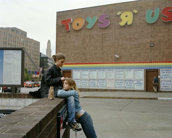"""""""Toys R Us,"""" 1998 de Justine Kurland."""