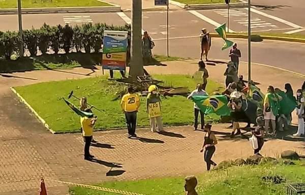 Manifestação contra o lockdown e em favor de tratamento precoce contra o COVID-19, em São Leopoldo, RS, em 26 de março de 2021. Foto: reprodução internet.